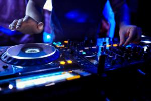 Yo DJ, let the music play! – ANTWERPMEDIA